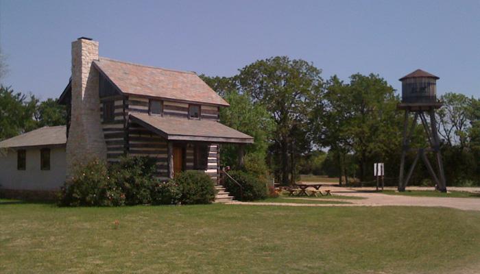 Homestead-Heritage-cabin